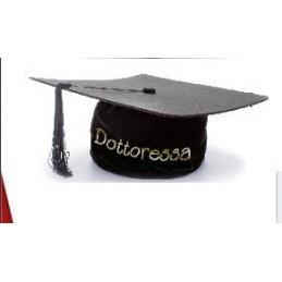 tocco-cappello-da-laureata-dottoressa